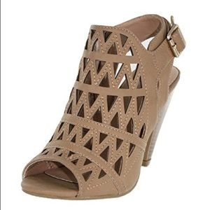 Shoes - Strappy tan heels
